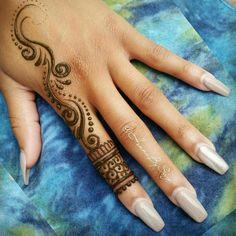 Pretty Henna Designs, Henna Designs Feet, Finger Henna Designs, Beginner Henna Designs, Hena Designs, Henna Tattoo Kit, Henna Tattoo Designs Simple, Mandala Tattoo, Cute Henna Tattoos