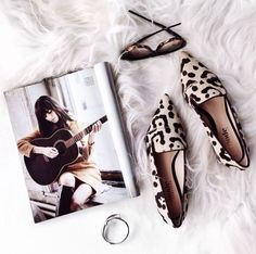 Flat lay with leopard loafers, magazine & sunglasses. Flat Lay Photography, Clothing Photography, Fashion Photography, Product Photography, Coffee Photography, Travel Photography, Flats Outfit, Dress Flats, Flat Lay Inspiration