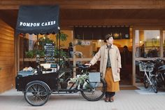 Trained as an architect, worked as a roof thatcher, now runs a mobile cafe Pompon Cakes in Kamakura, Japan Coffee Carts, Coffee Truck, Coffee Shop, Bike Coffee, Mobile Cafe, Mobile Shop, Velo Cargo, Bike Food, Shops