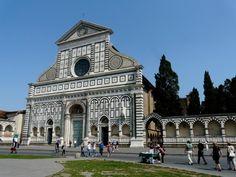 Photo de Location de vacances en Italie n°1 : L'église Santa Maria Novella a été achevée par l'architecte Fra Jacopo Talenti di Napozzano vers 1360. Véritable chef-d'oeuvre, la façade en marbre marqueté blanc et noir fut commencée en 1300, et complétée par Leon Battista Alberti en 1470.