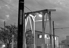 東京競馬場前駅のホーム。 ここだけに小さな屋根がついていたように記憶している。もちろん、日本一長い駅名票も入れてパチリ。 下河原線 (1972年9月)