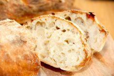 Her er den absolut bedste ciabatta opskrift, der giver et italiensk brød med store huller. Let og luftig, og samtidig meget let af lave. Bento, Ciabatta, Bread Recipes, Cooking Recipes, Sandwiches, Bread Baking, Bread Food, Italian Recipes, Baked Goods
