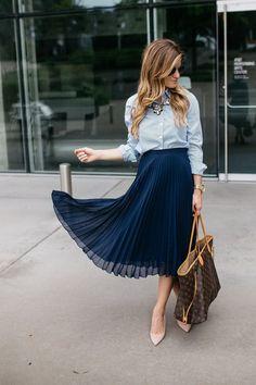 Идеальное сочетание: рубашка и юбка-плиссе 0