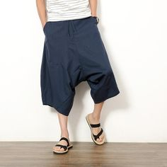 Gender: Men Item Type: Shorts Closure Type: Drawstring Pattern Type: Solid Decoration: Pockets Model Number: sp018 Material: Linen,Cotton Style: Japan Style Pant Style: Harem Pants Fit Type: Loose Waist Type: Mid Length: Knee Length Suitable season: Summer Application scenarios: Tourism Elastic force: There is no play The waist type: Middle-waisted Leg opening style: Feet Basic style: Youth epidemic pattern: Solid color