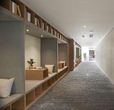 hotel architecture Xiezuo Hutong Capsule Hotel in Beijing, Ruijing Photo Design Hotel, House Design, Casa Hotel, Hotel Lobby, Office Interior Design, Office Interiors, Interior Modern, Kitchen Interior, Room Interior