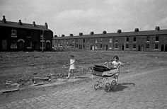 25 pictures that show brutal reality of poverty in and Manchester and Salford Manchester Landmarks, Old Pictures, Old Photos, Council Estate, New Topographics, Photography Exhibition, Salford, Documentary Photographers, Sense Of Place