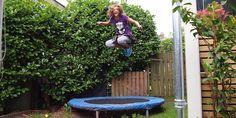 Sauter sur un trampoline pour bien commencer sa journée.