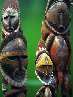 Wooden statues from the Highlands of Papua New Guinea Arte Tribal, Tribal Art, African Masks, African Art, Polynesian Art, Indonesian Art, Art Premier, Masks Art, Anthropologie