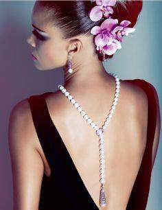 collier et boucles d'oreilles AUTORE , perles South Sea , fermoir et pompom en diamant et saphir rose Bijouterie Fabienne Miot St Barth