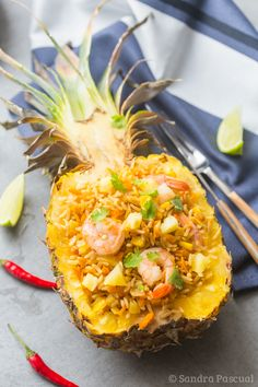 Riz frit à l'ananas et aux crevettes
