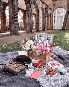 This was such a perfect day for a picnic ❤ tag someone you would love to share it with 👯какой же был чудесный день ✨а вы любите пикники? 🌸…