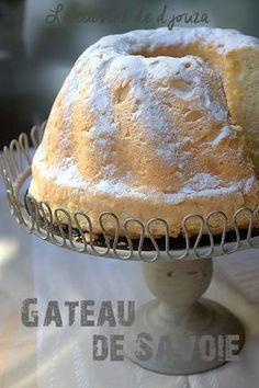 le biscuit de Savoie, un gâteau avec l'aspect d'une éponge léger et moelleux avec la maïzena présente. La recette est facile et s'adapte avec des