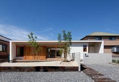 高浜の家 アプローチ: 松原建築計画 / Matsubara Architect Design Officeが手掛けた家です。