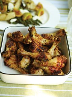 Pilons de poulet � l�ail et aux herbes  et salade d�asperges, fenouil, et figues fra�ches Recettes | Ricardo Eating Well, Chicken Wings, Meal Prep, Chicken Recipes, Bbq, Brunch, Yummy Food, Cooking, Suppers