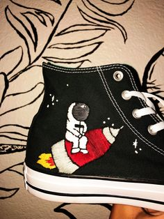 Hand Embroidery Space Converse Shoes Made by Diy Embroidery Patterns, Hand Work Embroidery, Floral Embroidery, All Black Converse, Converse Shoes, Embroidery Sneakers, Custom Painted Shoes, Aesthetic Shoes, Embroidered Clothes