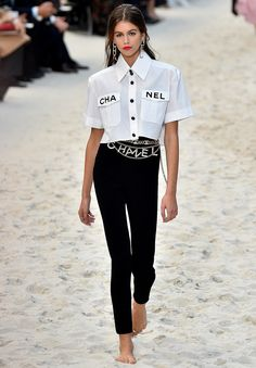 Kaia Gerber Celebrates the End of Fashion Week with Karl Lag.- Kaia Gerber Celebrates the End of Fashion Week with Karl Lagerfeld, Plus Every Can't-Miss Moment from Fashion Month KAIA GERBER. All the Must-See Photos from Paris Fashion Week - Kaia Gerber, Chanel Fashion Show, Runway Fashion, Fashion Outfits, Fashion Tips, Fashion Trends, London Fashion, Paris Fashion Weeks, Fashion Goth