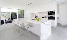 Are you building a new house? Or are you doing a kitchen renovation? It is important for you to know that industrial kitchens are now a trend in today's modern kitchen interior design. Modern Kitchen Cabinets, Kitchen Layout, Kitchen Countertops, Kitchen Appliances, Kitchen Flooring, Quartz Countertops, Corian Worktops, Design Kitchen, Kitchen Backsplash