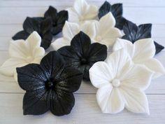 Weiß schwarz Zucker essbare Blumen Cake Topper von LenasCakes