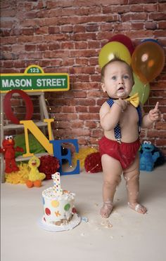 Sesame Street smash cake photo 1st birthday Elmo First Birthday, 1st Birthday Boy Themes, Birthday Girl Pictures, 1st Birthday Photoshoot, Boy Birthday Parties, Birthday Ideas, Elmo Smash Cake, Fall 1st Birthdays, Cake Smash Pictures