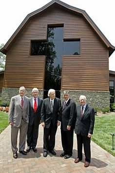 June 1, 2007 Presidents Carter, Clinton, and George H.W. Bush met with the Graham family before the formal dedication of the Billy Graham Library, expected to draw 1,500 well-wishers. CHARLOTTE, N.C. — Visitors to the new, presidential-style museum honoring evangelist Billy Graham enter and exit the building through crosses as tall as 40 feet high, a design meant to emphasize that the $27-million complex is an extension of the minister's work.