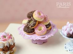 Display of Pink-Iced and Chocolate Donuts - Miniature Food in Scale for Dollhouse Miniture Food, Miniture Things, Bite Size Food, Choco Chips, Doll Food, Biscuit, Chocolate Donuts, Bakery Cafe, Polymer Clay Miniatures