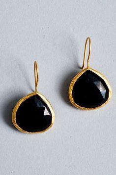 black and gold onyx teardrop earrings #GoldJewelleryShoot
