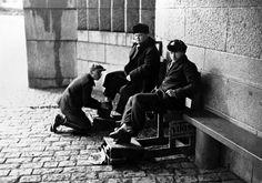Kengänkiillottaja Rautatieasemalla, Kaivokadun puolella, Sakari Pälsi, 1930 Helsinki, Nostalgia, Dreams, Fictional Characters, Historia, Fantasy Characters