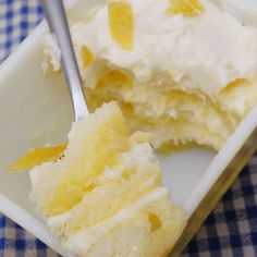 Tiramisu Limoncello Tiramisu ~T~ Love this dessert. Easy and full of flavor.Limoncello Tiramisu ~T~ Love this dessert. Easy and full of flavor. Lemon Desserts, Lemon Recipes, Just Desserts, Sweet Recipes, Cake Recipes, Dessert Recipes, Italian Desserts, Yummy Treats, Sweet Treats