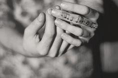 Y sé que mientras conversamos aún me estás amando, con todas las imágenes que se te agolpan en la memoria… y en el alma. Nuestra música, con ésos acordes únicos, siempre va a resonarnos en el corazón con la misma intensidad.©Cari Farfan