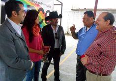 Humberto Morales, Lily Morales y Servidor, Miguel Alcázar, platicando con Doctor Marco Aurelio Matamoros Rodríguez y con el Alcalde Municipal de Omoa, en Conferencia de prensa de CRIPCO (Centro de Rehabilitación Integral de Puerto Cortes)  Puerto Cortes, Honduras