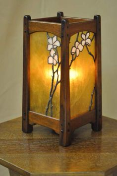 Westmoreland table lamp in light African mahogany featuring hand-leaded copper-foil art glass, 7 3/4 x 7 x 12"