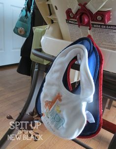 Always looking for a bib (or trying to find a place to store them)? Stick a Command hook to the back of the highchair for your convenience! Parent life hacks from Spit Up is the New Black