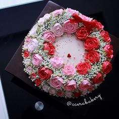 Triple Korean buttercream wreath with red ambiance  Insta @ccerabakery