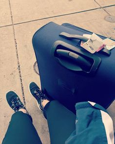 Ready to go home. Emo Scene Hair, Girls Status, Coran Islam, Hidden Pictures, Snapchat Stories, Photos Voyages, Woman Reading, India Fashion, Girl Face