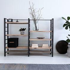 Kast DOUBLE CREATIVE is een unieke, veelzijdige industriële kast gemaakt van ruw staal en 4cm dikke planken van oud eiken die onderling verstelbaar zijn. Ladder Bookcase, Bookshelves, Plank, Home Furniture, Sweet Home, Living Room, Interior Design, Bedroom, Wood