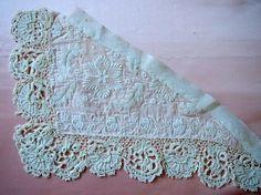 1910年代前後の物と思われる、デンマーク製、もしくはイギリス製の装飾を施した襟のパーツです。すべて手縫い、手編み、手刺繍によるものです。ホワイトワーク(白刺...|ハンドメイド、手作り、手仕事品の通販・販売・購入ならCreema。