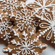 Gingerbread snowflake cookies handmade at Whipped Bakeshop. Sweet Cookies, Iced Cookies, Sugar Cookies Recipe, Royal Icing Cookies, Cupcake Cookies, Christmas Sweets, Holiday Desserts, Christmas Baking, Christmas Cookies