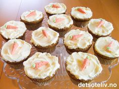 Gulrotmuffins Dinner Is Coming, Cocktail Desserts, Cocktails, Mini Cupcakes, Baking Recipes, Muffins, Deserts, Nutrition, Sweets