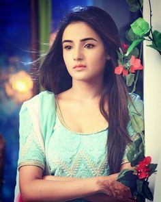 I'm so lonely broken angel Prettiest Actresses, Hot Actresses, Beautiful Actresses, Indian Actresses, Tashan E Ishq, Star Actress, Bollywood Gossip, Cute Girl Photo, Beauty Full Girl