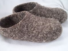 Pilgrim Purse ~ and Poetry: Knit Felt Slippers for Adults free pattern. I love the look of these slippers. Looks like a challenging pattern. Crochet Socks, Knit Or Crochet, Knitting Socks, Knit Socks, Crochet Baby, Felted Slippers Pattern, Knitted Slippers, Mittens Pattern, Clog Slippers