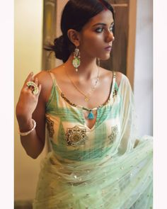 Blouse Back Neck Designs, Best Blouse Designs, Sari Blouse Designs, Designer Blouse Patterns, Kurta Designs, Blouse Styles, Indian Fashion Dresses, Indian Designer Outfits, Designer Dresses