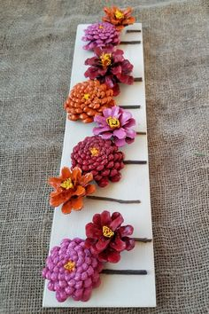 Painted pinecone flowers on reclaimed wood 3 minute diy snow covered pine cones branches ways! Summer Crafts, Fall Crafts, Diy And Crafts, Crafts For Kids, Arts And Crafts, Paper Crafts, Beach Crafts, Wood Crafts, Pine Cone Art