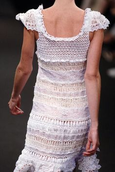 Hairpin Crochet and Lace Dress.  http://img0.liveinternet.ru/images/attach/c/5/88/591/88591726_large_photo_mid_def_410003.JPG