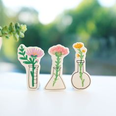 Floral Science Brooches by andsmile on Etsy Art Studio Storage, Clay Keychain, Outdoor Stickers, Shrink Art, Flowers For You, Pretty Flowers, Shrinky Dinks, Shrink Plastic, Diy Gifts