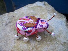 BROCHE BEBETE EN FOLIE COCCINELLE UNIQUE ! ROSE http://www.alittlemarket.com/boutique/souricette_caillou-79110.html