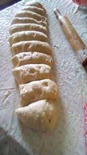 Αφράτα γλυκά ψωμάκια φανταστικά που θα λατρέψουν μικροί και μεγάλοι !!! - igastronomie.gr Icing, Desserts, Recipes, Food, Fine Dining, Tailgate Desserts, Deserts, Essen, Postres