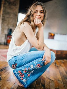Jeans- Driftwood Farrah Embroidered Flare at Free People Clothing Boutique Bohemian Mode, Bohemian Style, Hippie Style, Mode Style, Style Me, Amo Jeans, Boho Fashion, Fashion Beauty, Looks Jeans
