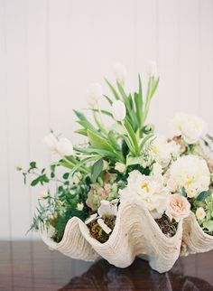 Modern nautical wedding inspiration [ seashells for floral centerpieces - shells for floral arrangements. Beach Wedding Reception, Beach Wedding Flowers, Seaside Wedding, Wedding Table, Rustic Wedding, Coastal Wedding Theme, Wedding Summer, Trendy Wedding, Wedding Souvenir