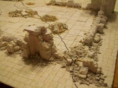 Excellent rubble tutorial, very simple. For wargaming terrain. Warhammer 40k, Warhammer Terrain, 40k Terrain, Game Terrain, Wargaming Terrain, Warhammer Fantasy, Warhammer Models, Modeling Techniques, Modeling Tips