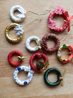 Mini Christmas wreaths using wooden curtain rings